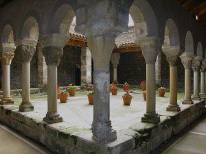 Claustre de Sant Pere de Casserres.