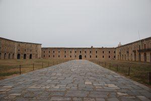 La plaça d'armes del castell de Sant Ferran.