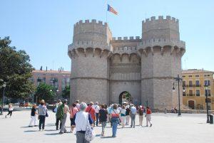 Entrant a la ciutat de València per la Porta de Serrans (Foto: Pere Noguer).
