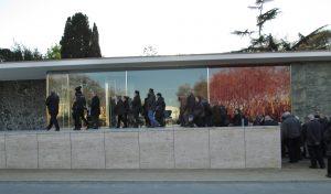 Entrant al Pavelló Mies van der Rohe, a Montjuïc (Foto: Mateu Butinyà).