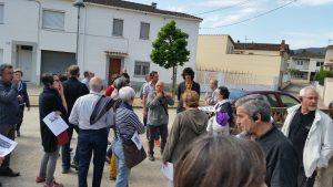 Al barri de Sant Pere, escoltant les explicacions de Jordi Galofré i i de l'arquitecte Josep Callís i Figueres (Foto: Josep Callís).